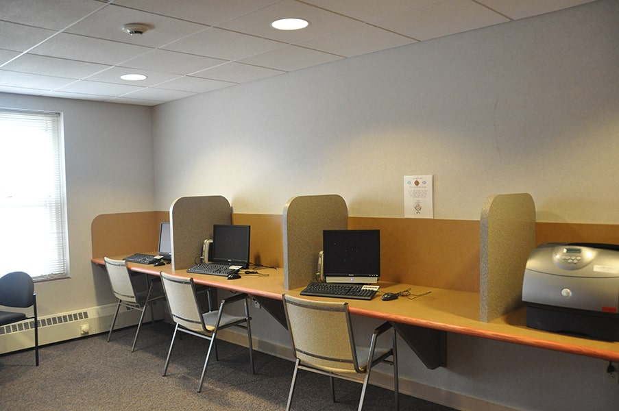 Margaret Wagner Apartments computer lab with desktop computers and printer